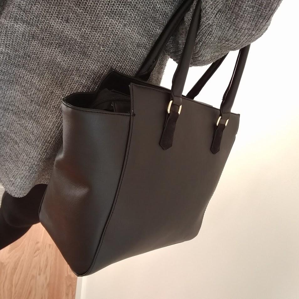 Det var dags nu att köpa en handväska. Kan fortfarande inte förmå mig att köpa dyr väska.(HM)