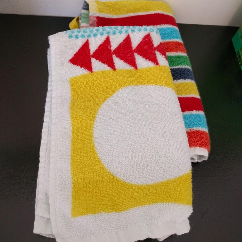 Handdukar för Freja att torka händerna på. För att barn ska ha färg tycker jag. (IKEA)