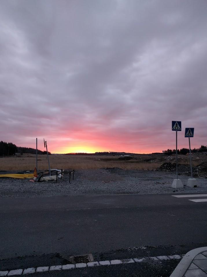 Bilden är tagen en morgon för några dagar sedan när jag var på väg till jobbet. Hela den här stora tomma ytan ska bli bostäder och det kommer bli grymt.