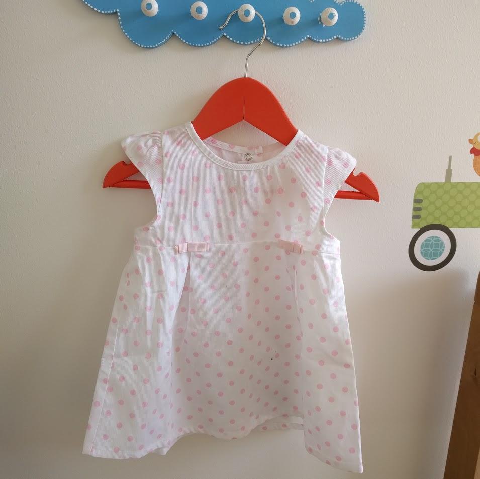 Present till Freja från farmor, klänning från Italien.
