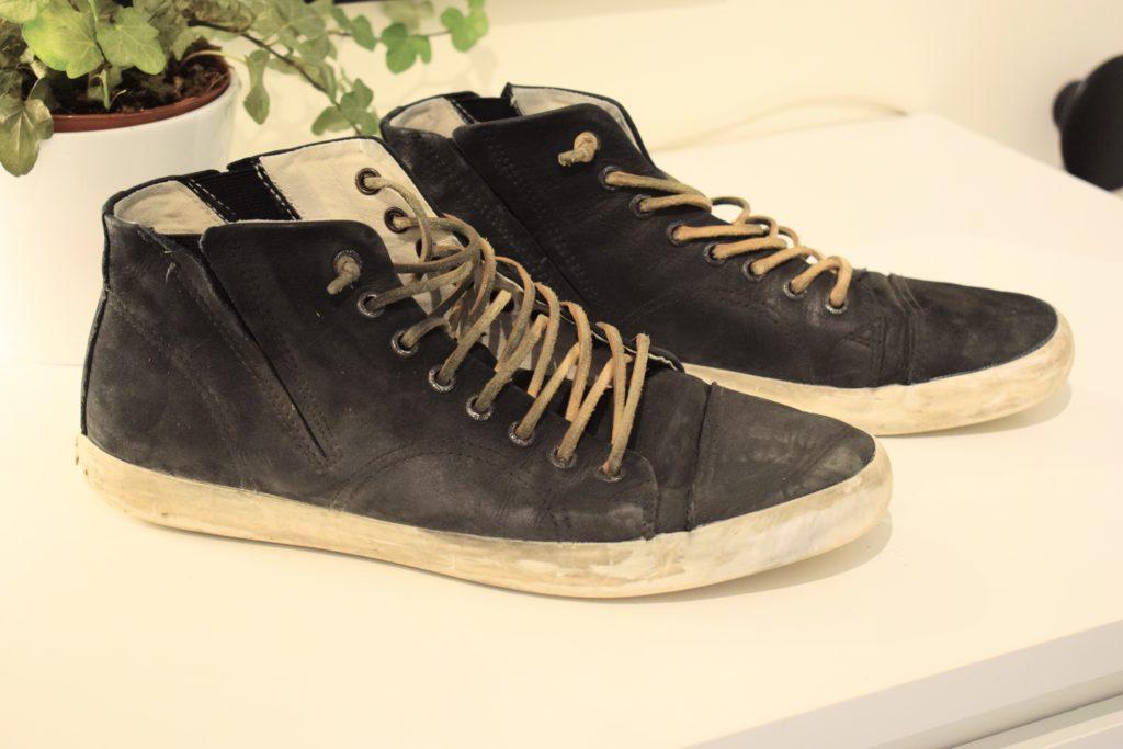 Göra rent sneakers före-bild