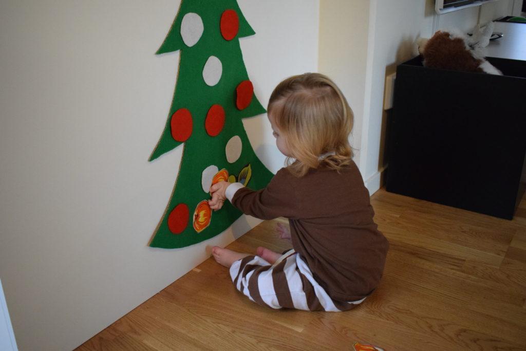 Julpyssel gran av hobbyfilt