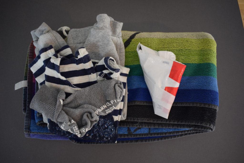 Åksjuka barn, kit med extrakläder och handduk att ha i bilen